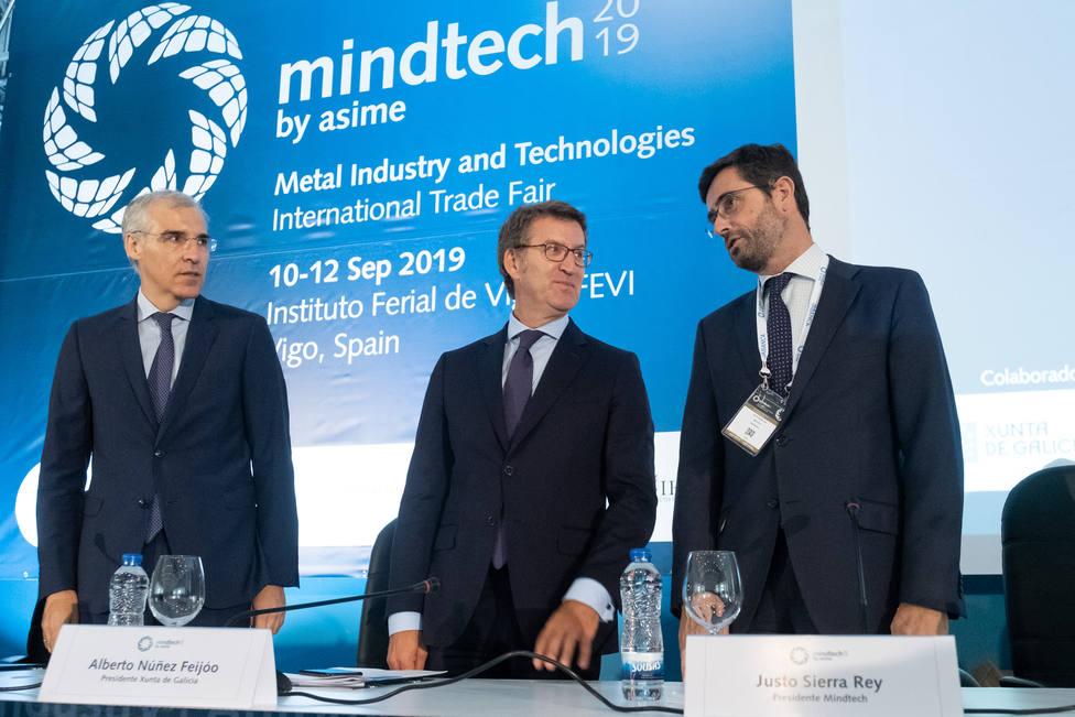 Francisco Conde, a la izquierda, en el acto al que asistió en Vigo - FOTO: Xunta - David Cabezón