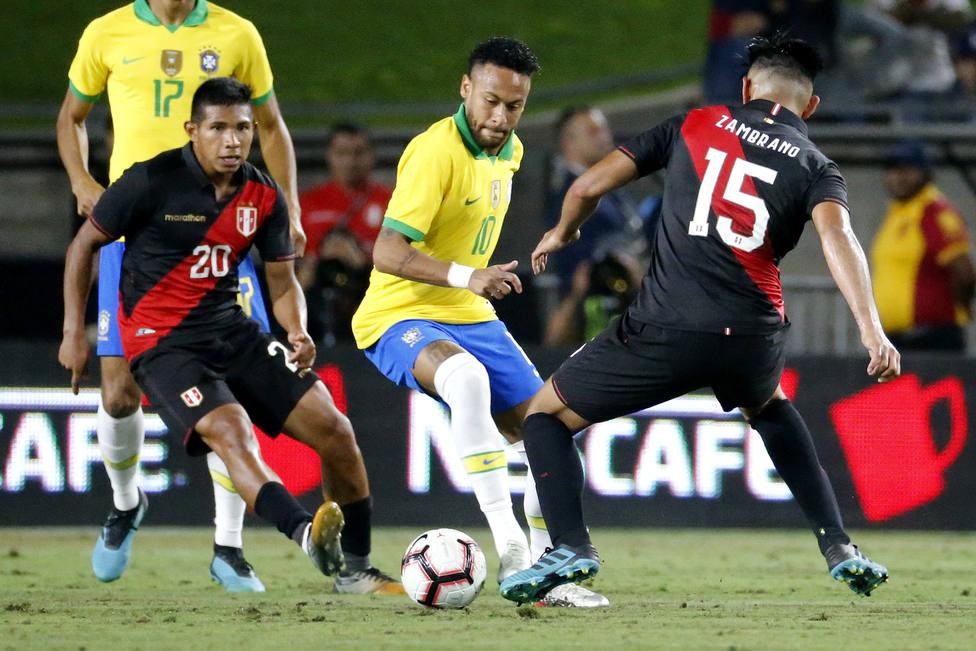 Perú se toma la revancha y amarga el debut de Vinicius con Brasil y Argentina arrolla a México