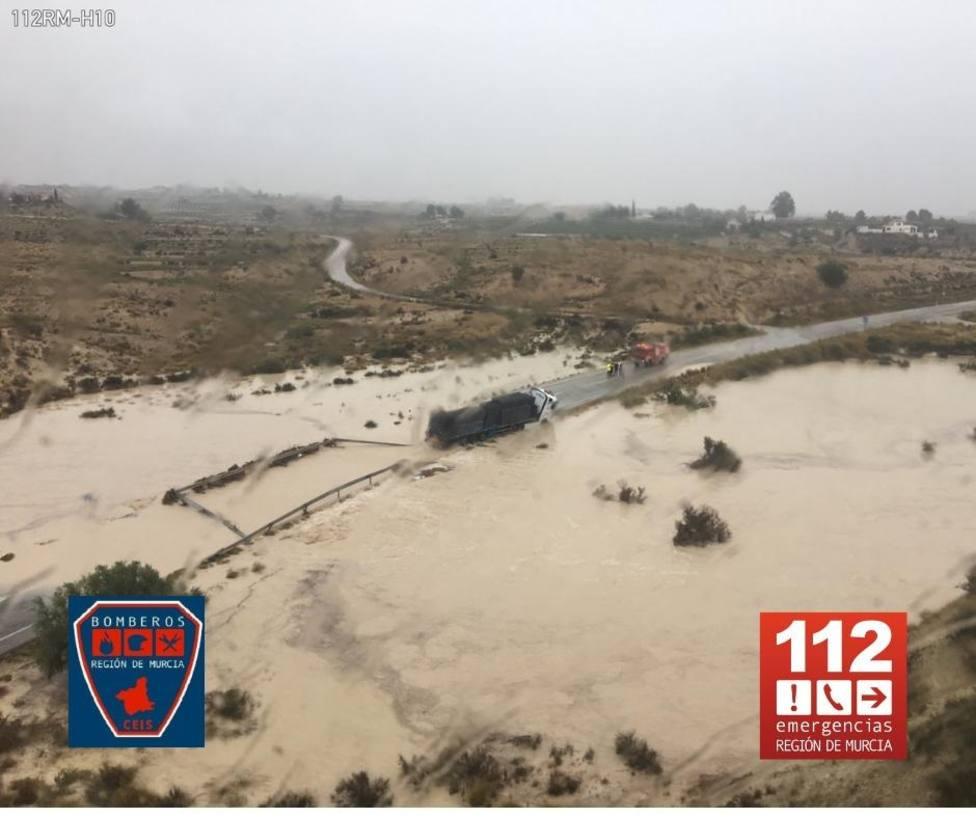 El canal del trasvase Tajo-Segura se ha desbordado a la altura de Campotéjar Alto, en Molina de Segura (Murcia)