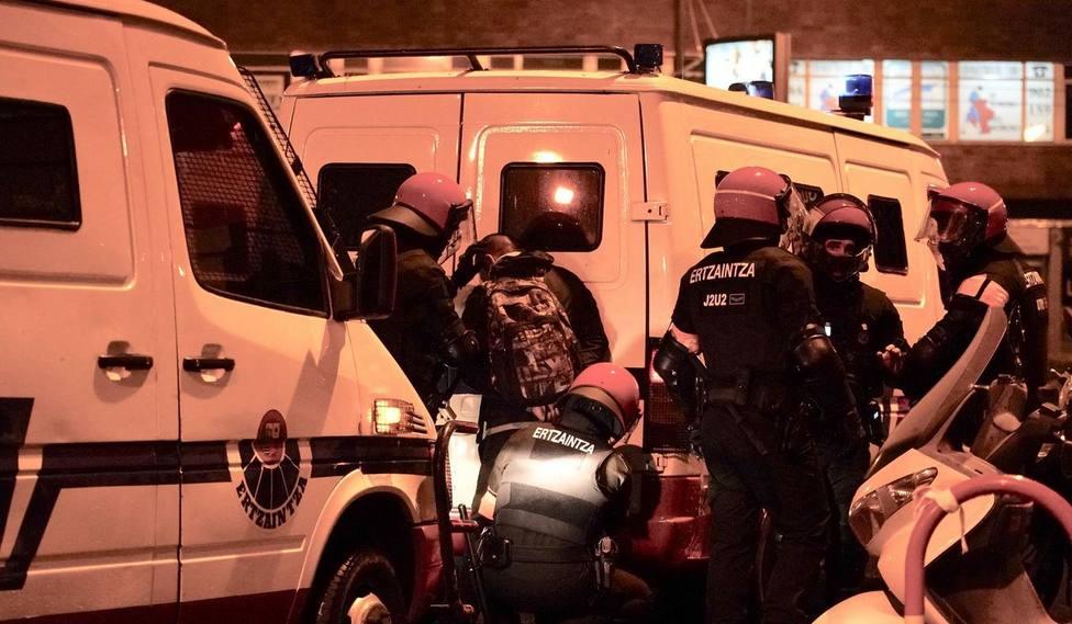 Altercados y manifestantes detenidos tras las protestas durante un acto de Vox en Bilbao a 20 de octubre de 20