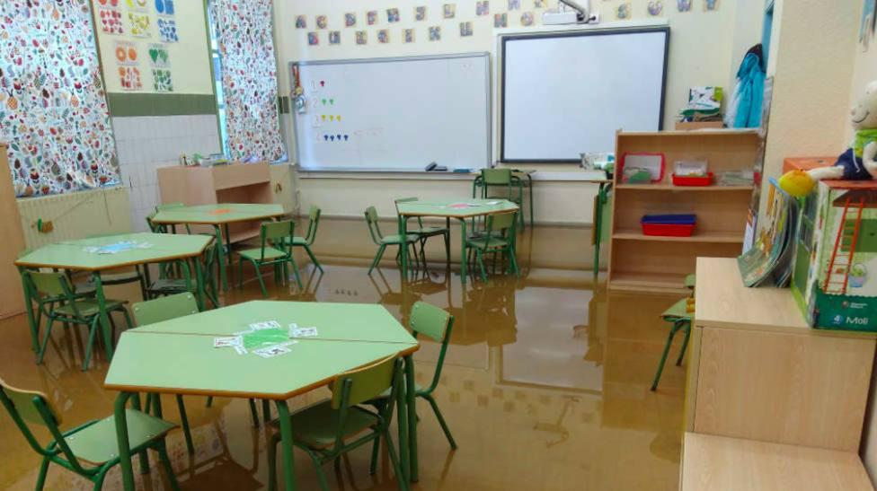 La lluvia complica la apertura de algún colegio electoral