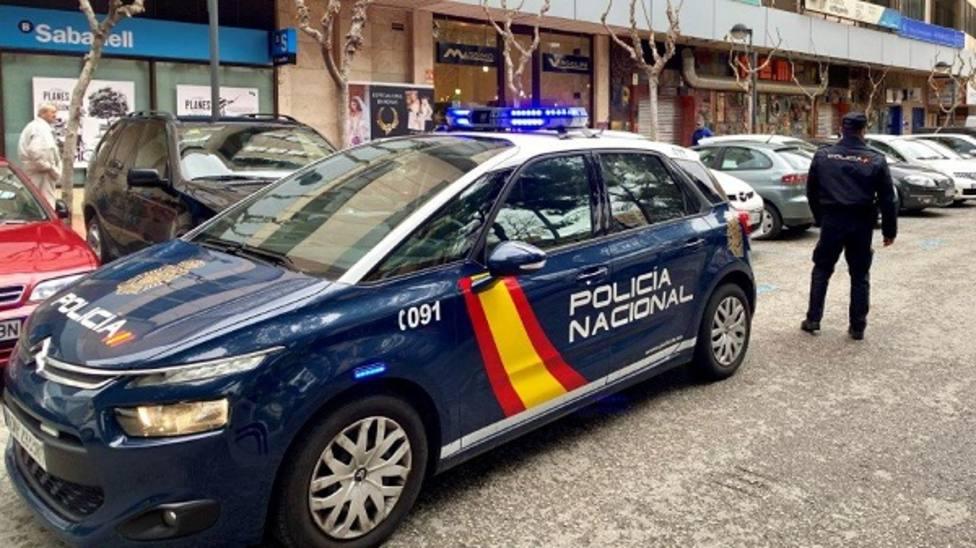 Policía Nacional sorprende in fraganti a una persona cuando intentaba robar en varios vehículos en el centro