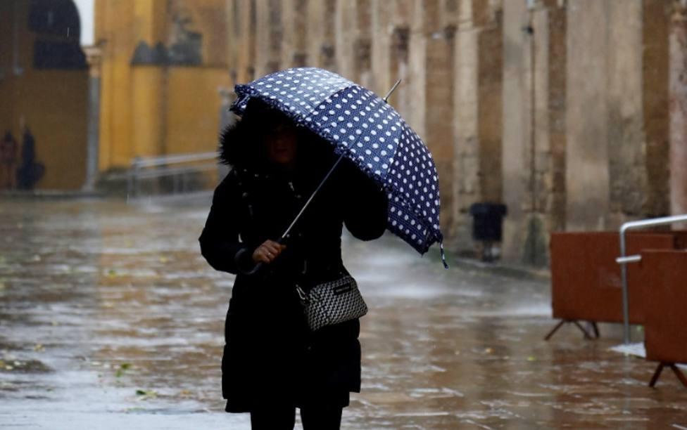 Málaga activa el Plan de Emergencias por las intensas lluvias que han obligado a desalojos