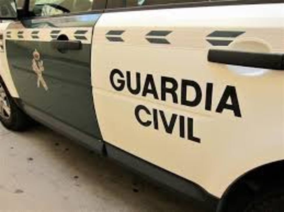 Mata a su expareja a puñaladas en Granada y se entrega a la Guardia Civil en Guadix