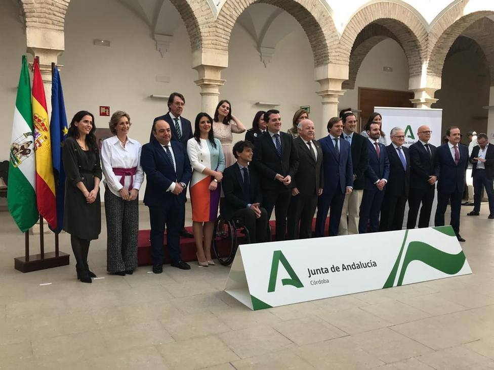La Junta distinge en Córdoba a diferentes empresas y personas con las banderas de Andalucía