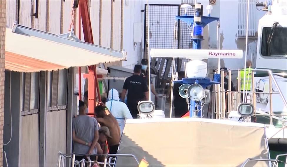Se escapan del puerto nueve inmigrantes en cuarentena
