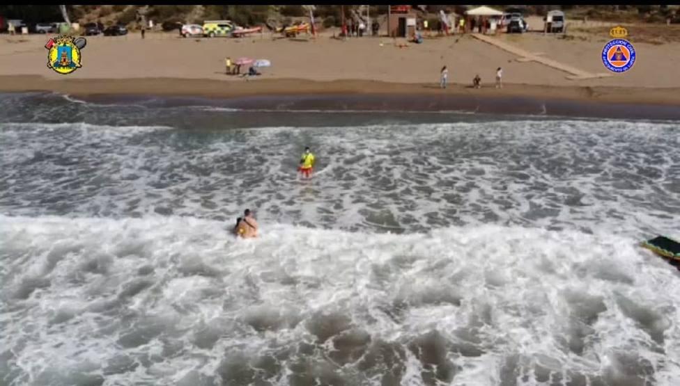 Cinco personas rescatadas en la Cala de Calnegre
