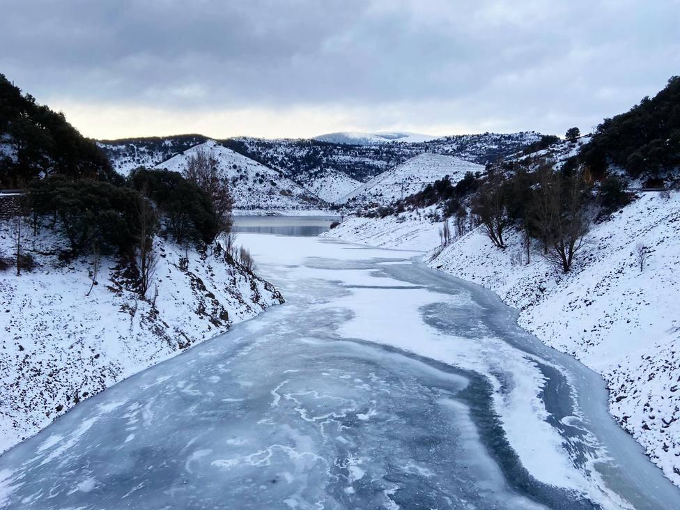 El frío y las bajas temperaturas congelan los embalses en La Rioja