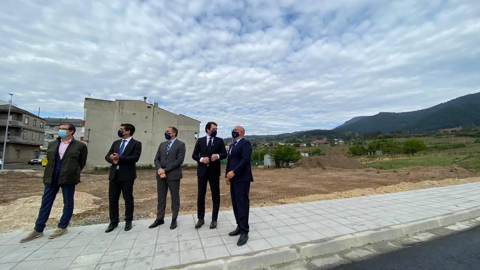Conselleiro de Sanidade visita terrenos futuro centro de salud de A Rúa