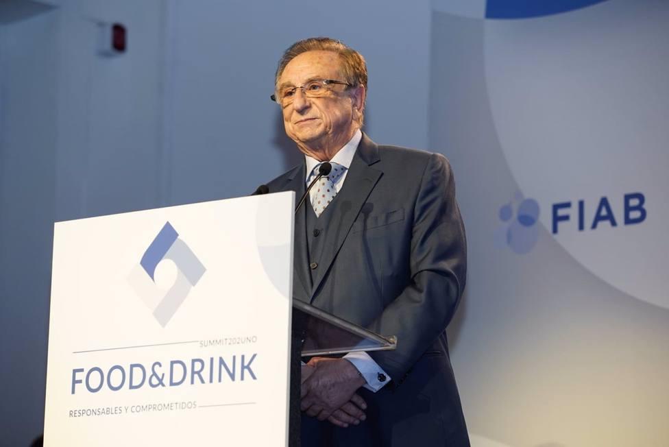 Tomás Fuertes recibe el Reconocimiento de FIAB por su entrega y contribución al impulso del sector agroalimentario