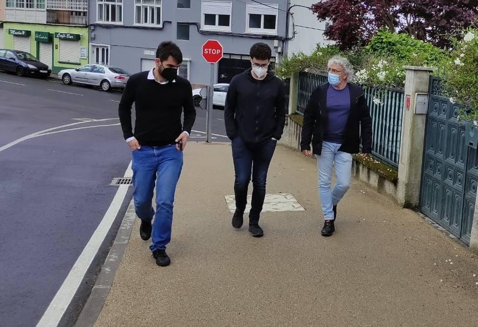 El concejal de urbanismo Julián Reina visitó la carretera de Pazos. FOTO: Concello de Ferrol