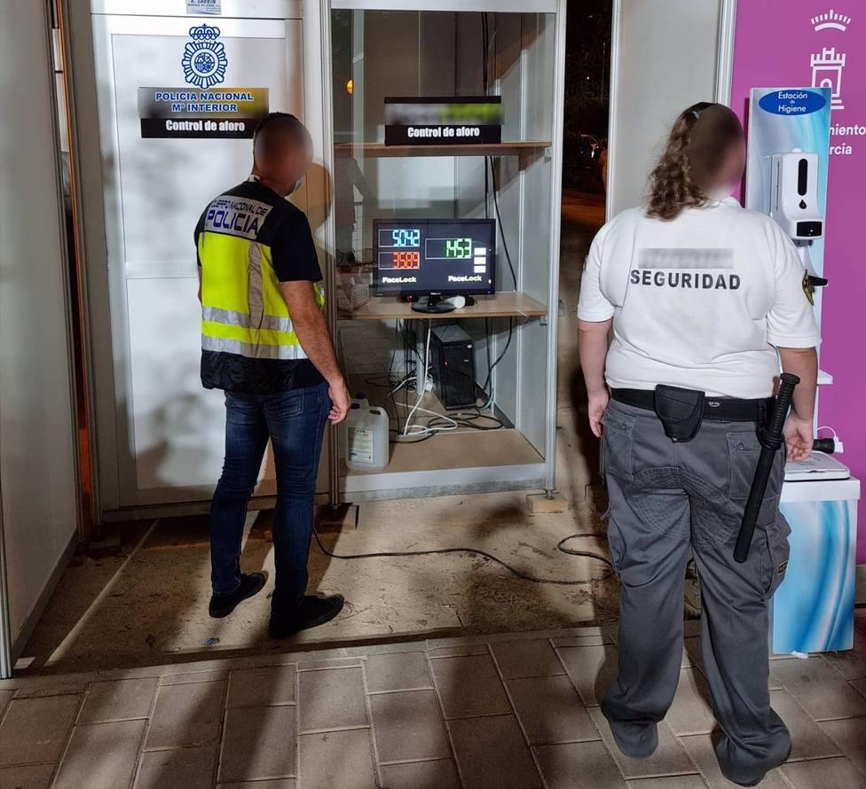 La Policía Nacional supervisa el control de aforos para que la Feria de Murcia trascurra con normalidad