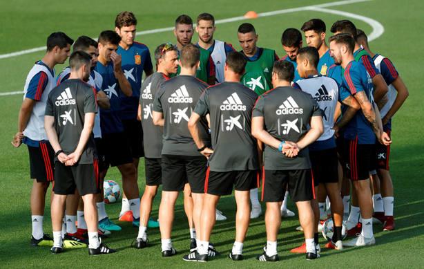 Luis Enrique reunido con sus jugadores