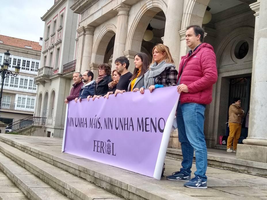 Este mediodía tuvo lugar en el concello de Ferrol una concentración silenciosa