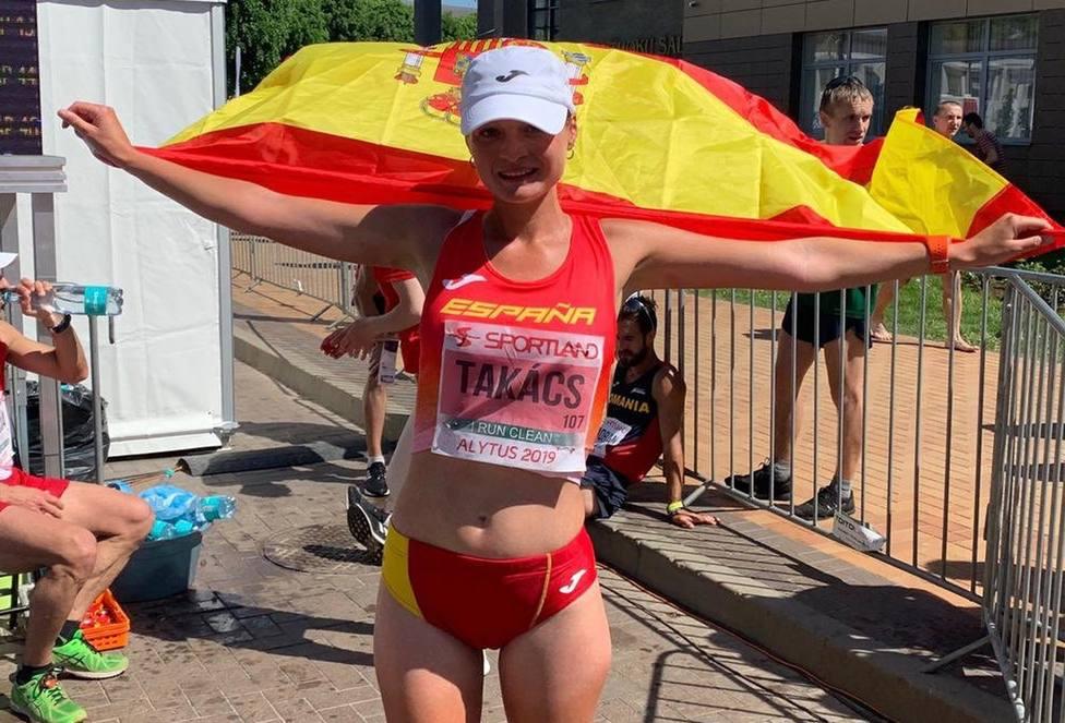 Julia Takacs bate el récord de España de 50 kilómetros marcha y se cuelga la plata europea