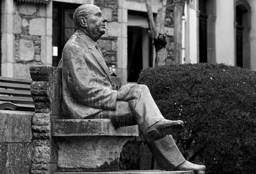 Estatua de Álvaro Cunqueiro en Mondoñedo