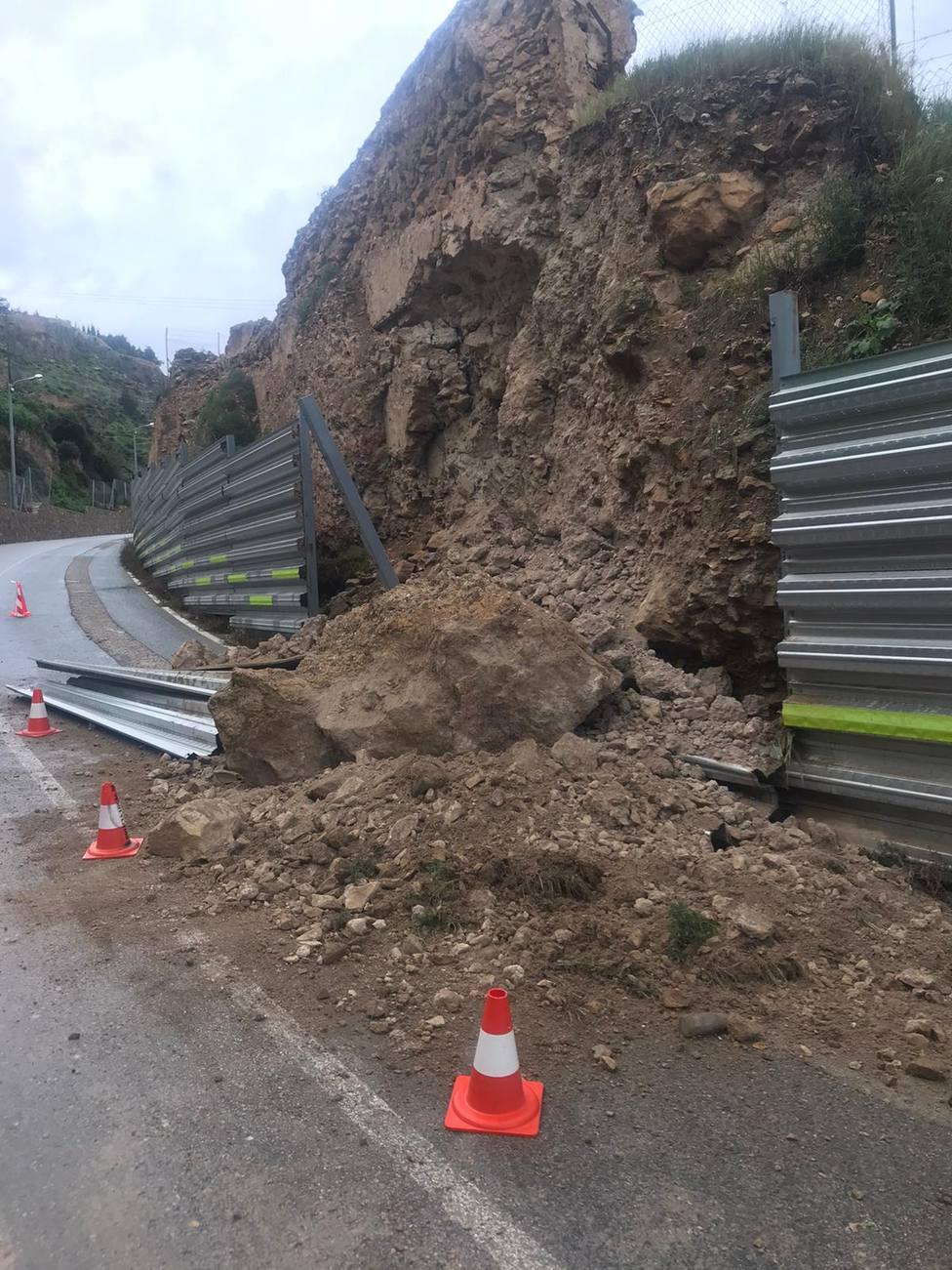 Se desploma parte de la muralla medieval en la RM-701 por las lluvias
