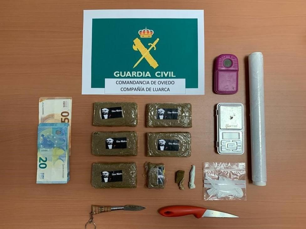 Artículos intervenidos en ésta y otra detención por la Comandancia de Oviedo de la Guardia Civil