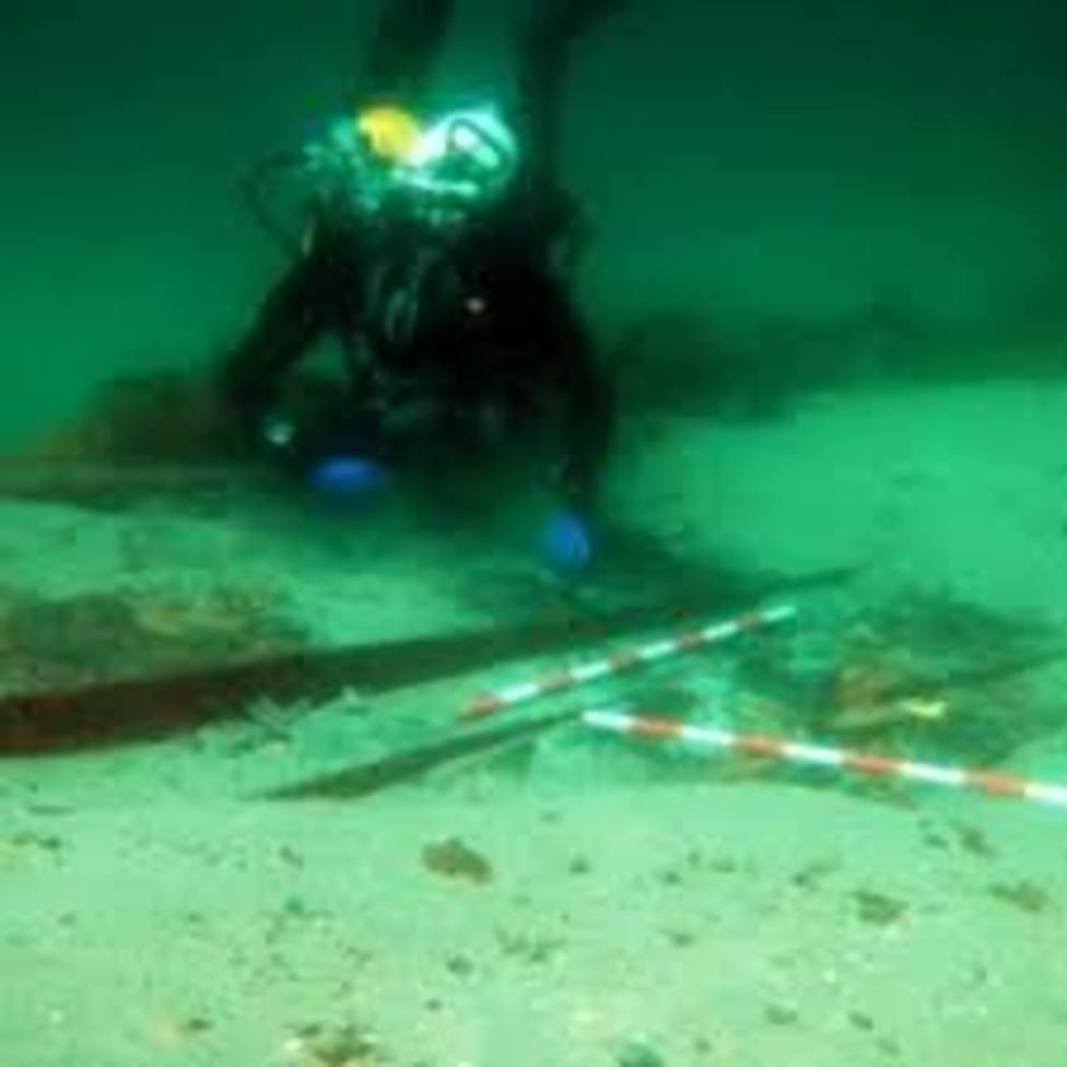 Una excavación subacuática saca a la luz valiosos restos de un galeón hundido en Ribadeo
