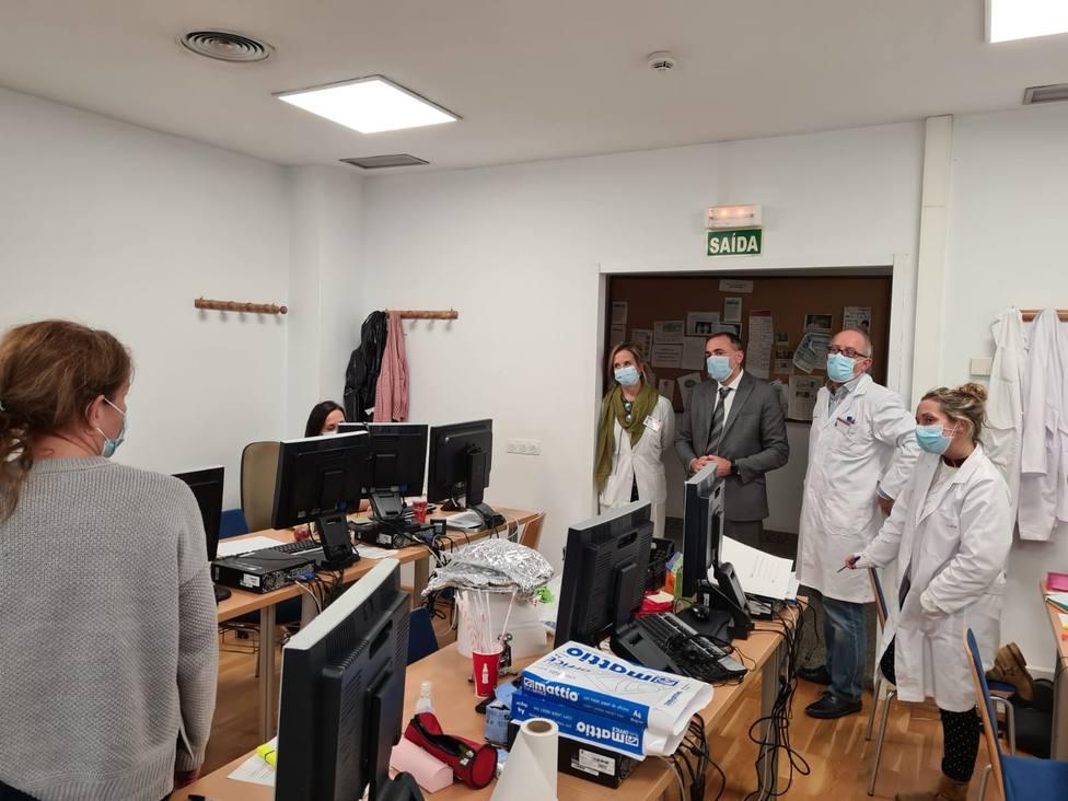 El conselleiro de Sanida en su visita al Complejo Hospitalario Universitario de Ferrol - FOTO: Xunta