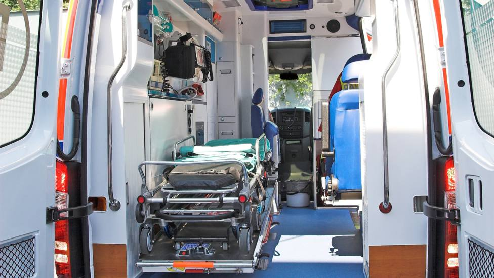 Foto de archivo del interior de una ambulancia del 061