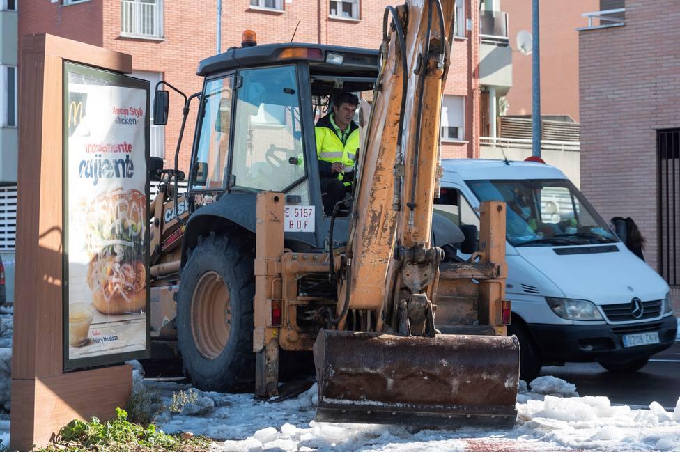 Casi 4.000 calles de la capital siguen cerradas a tráfico por el temporal
