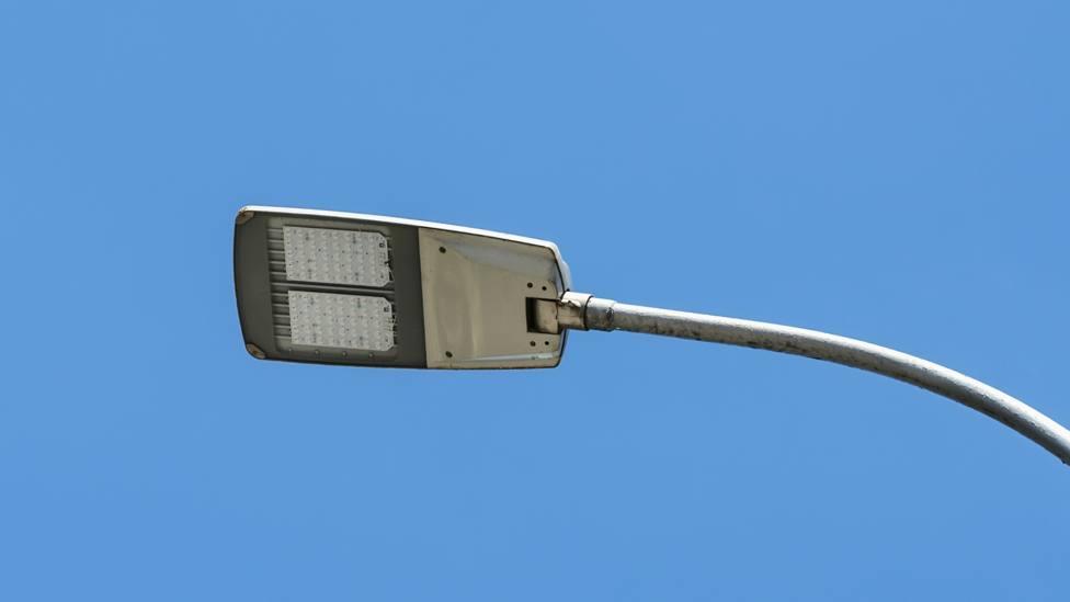 Foto de archivo de una farola con iluminación led