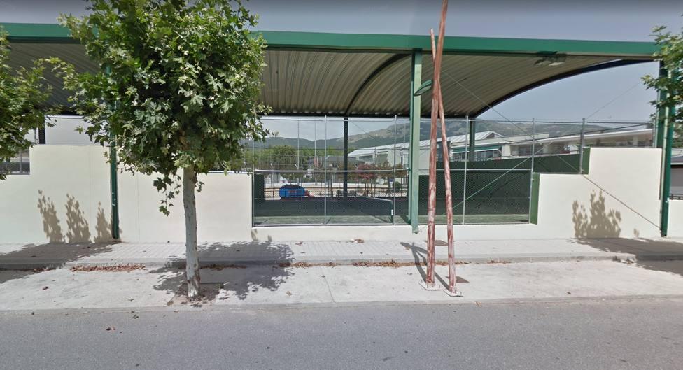Vista desde el exterior del polideportivo municipal de El Escorial | FOTO: Google Maps