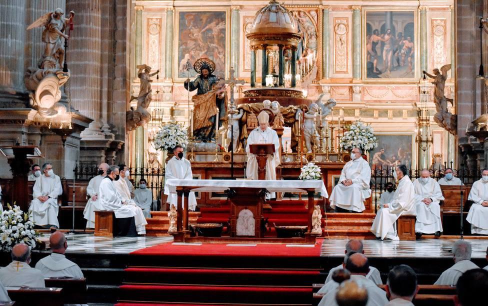 Más de 100 sacerdotes diocesanos renuevan sus promesas en la Misa Crismal
