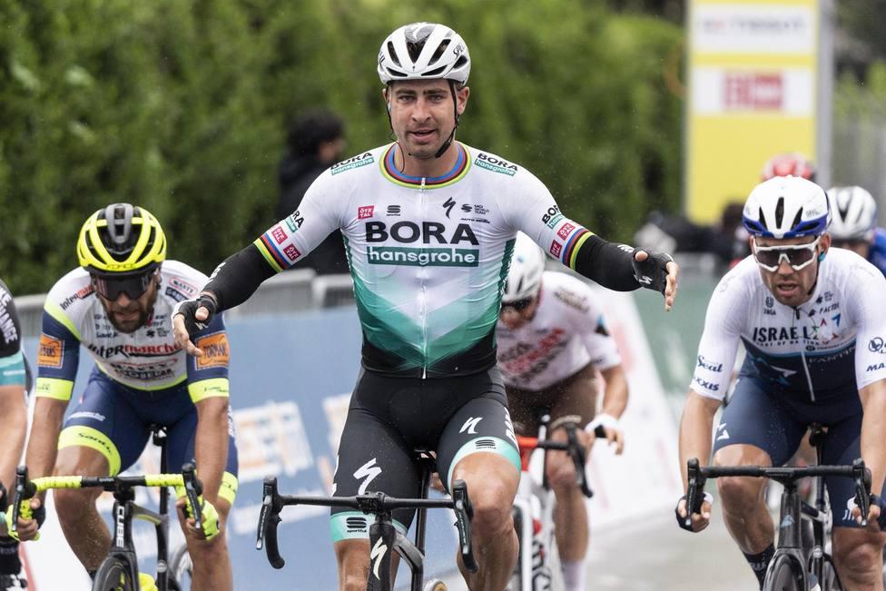 Sagan vuelve por sus fueron en Romandía; Dennis sigue líder