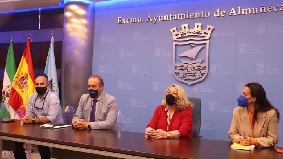 El delegado de Administración Local de Granada visita Almuñécar para explicar las ayudas que llegan