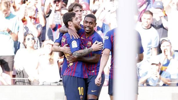 Los jugadores del Barcelona celebran el gol de Malcom