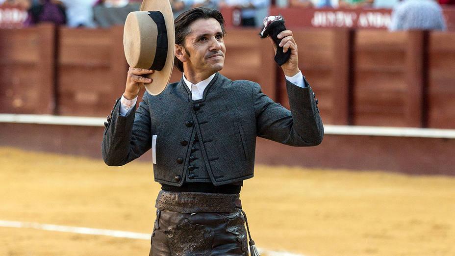 Diego Ventura con el único trofeo paseado este jueves en el quinto festejo de la Feria de Málaga