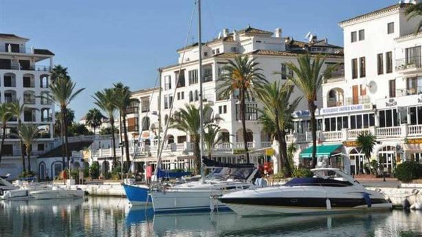 Los Tedax explosionan un paquete encontrado en una urbanización de Marbella