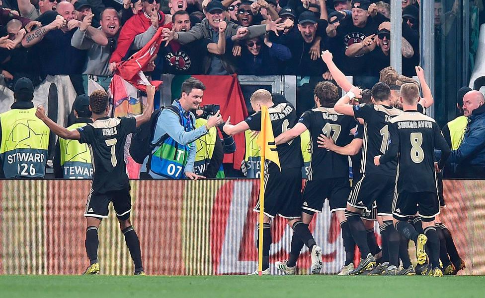 El Ajax celebra el 1-2 a la Juventus (EFE)
