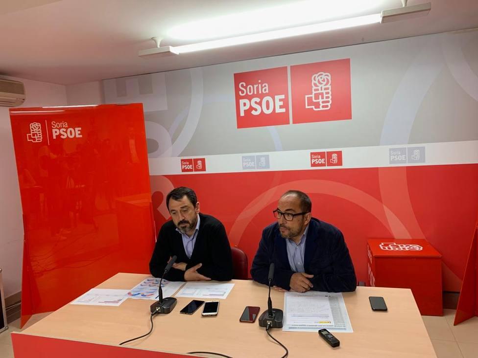 Luis Rey, secretario provincial del PSOE de Soria acompañado del secretario de organización, Javier Muñoz