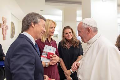 El Papa Francisco, Sandra García-Sanjuán, Valeria Mazza y Alejandro Gravier