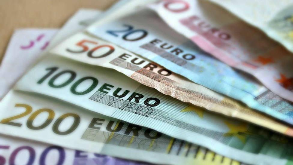 Tres detenidos por robar a punta de pistola 107.000 euros en una sucursal bancaria