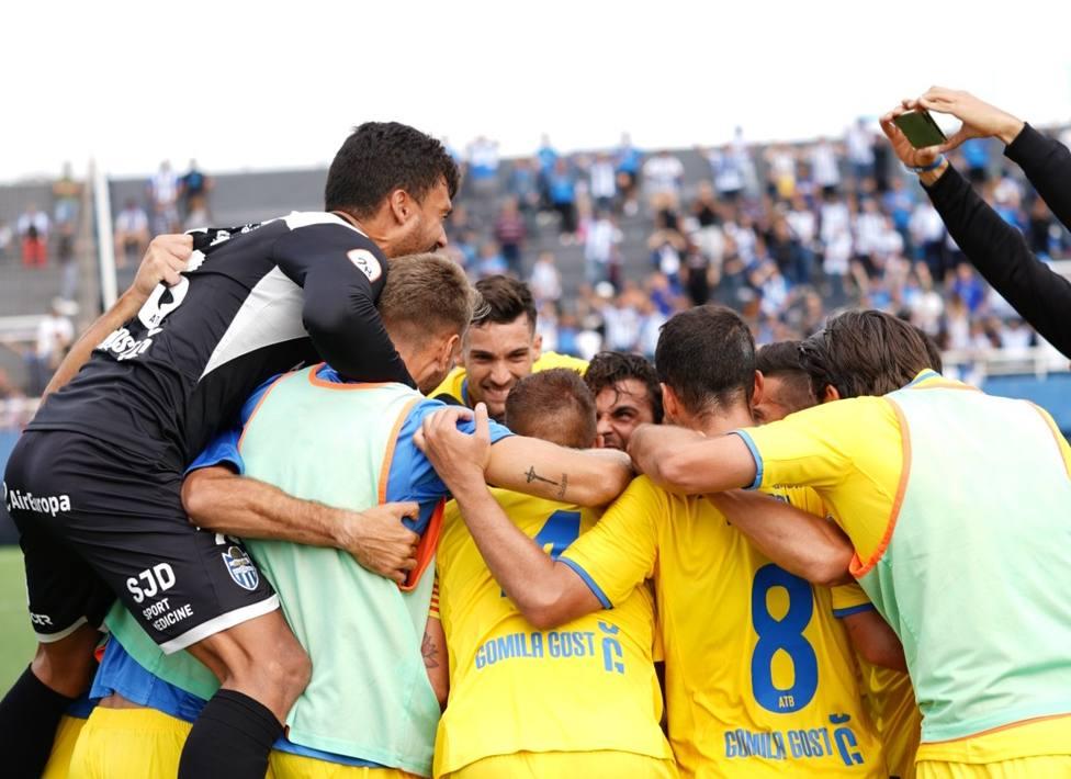 Los jugadores celebrando la victoria en Ibiza