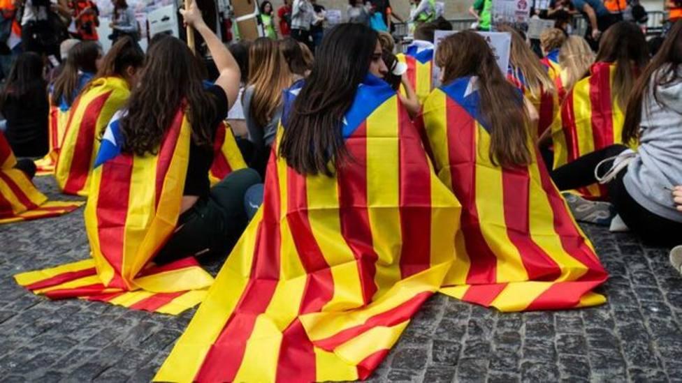 Dejan acampada de Barcelona unas 100 personas ligadas a formaciones políticas