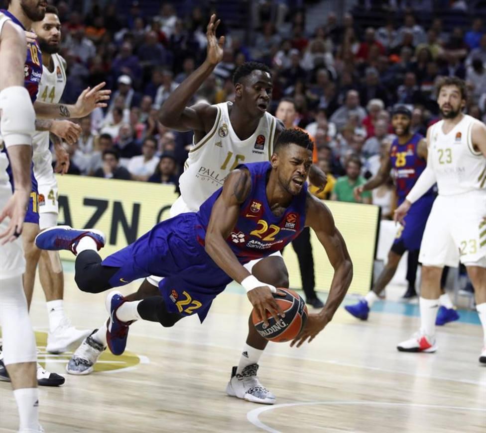 El Madrid vence al Barcelona por 86-76 gracias a una gran defensa