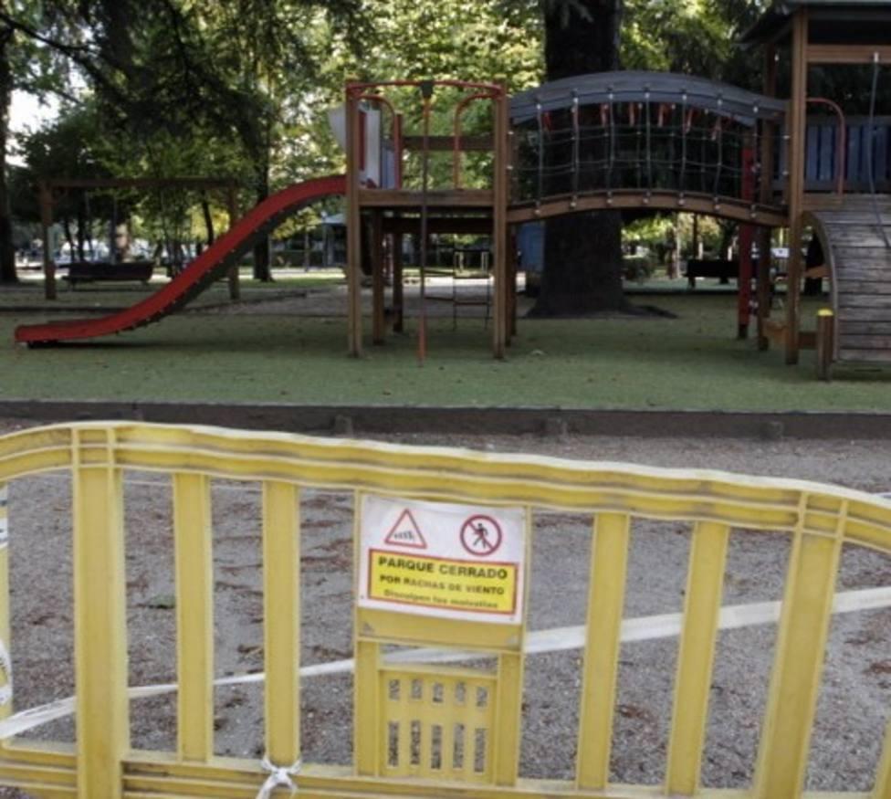 Lugo cierra sus parques urbanos por rachas de viento de 120 kilómetros por hora