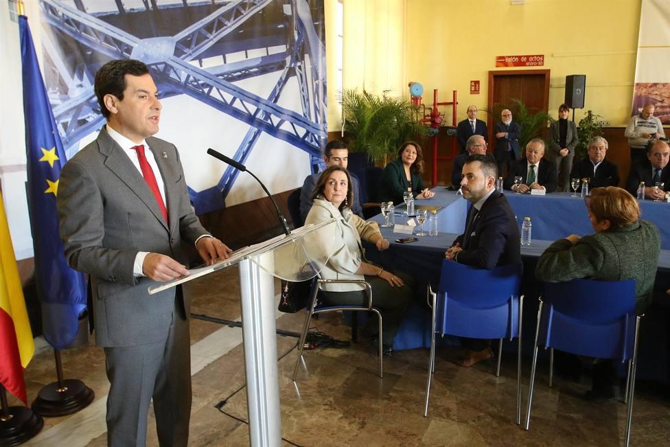 Moreno durante su intervención en la sala Varadero del puerto de Almería