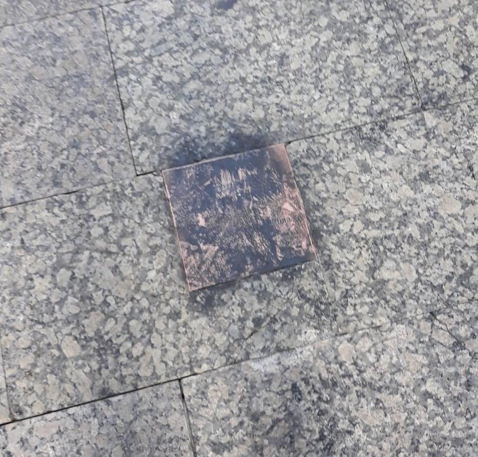 Profanan la placa en memoria de Ordóñez en San Sebastián una semana después de su colocación