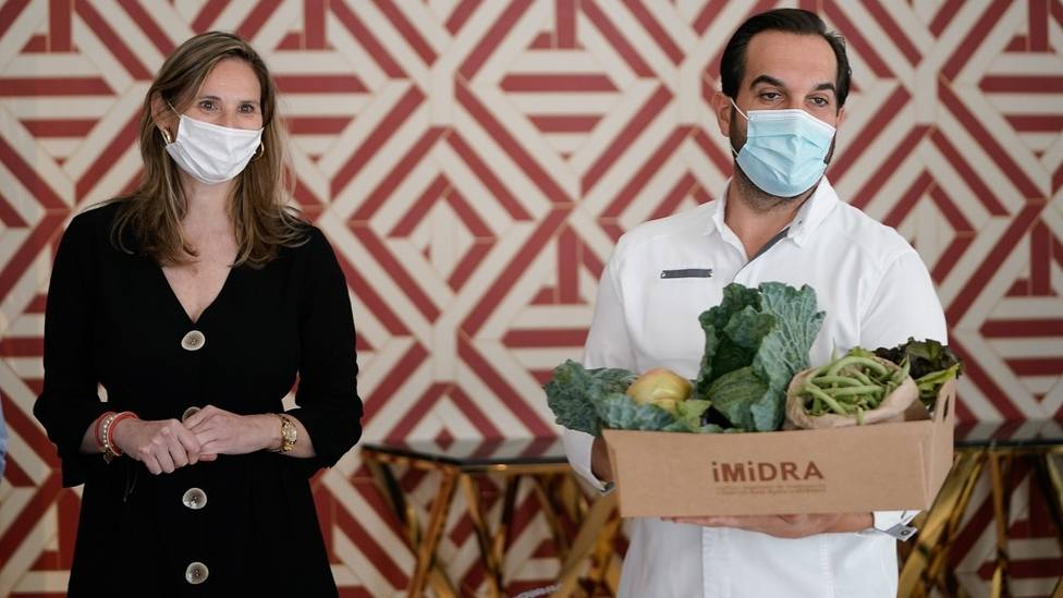 La consejera Paloma Martín y el chef Mario Sandoval