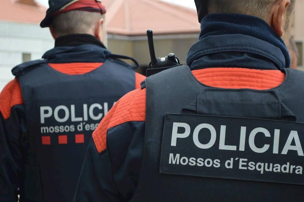 Dos agentes de los Mossos dEsquadra
