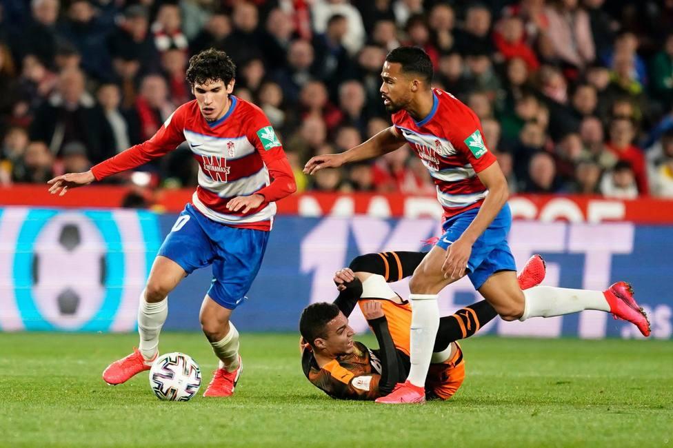 Vallejo seguirá cedido en el Granada una temporada más
