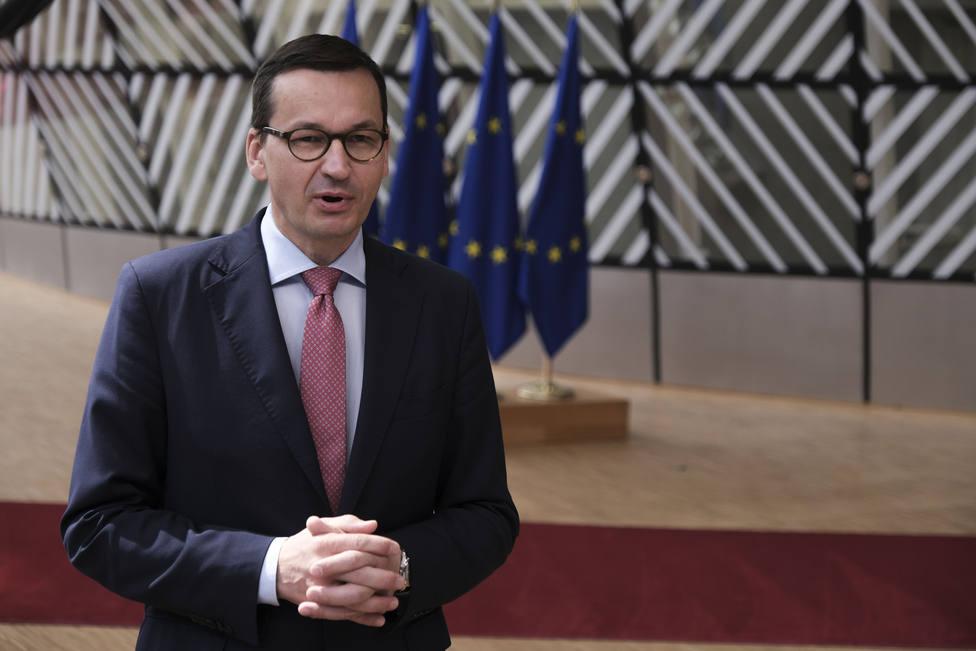 El primer ministro polaco confinado tras tener contacto con un positivo por la covid-19