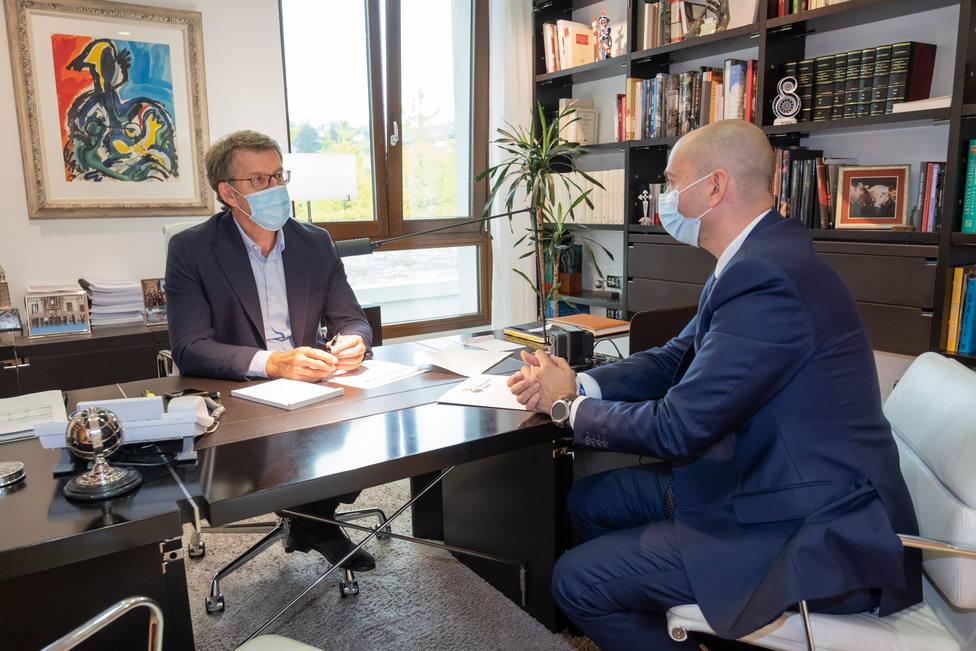 O presidente da Xunta reúnese co alcalde de Toén