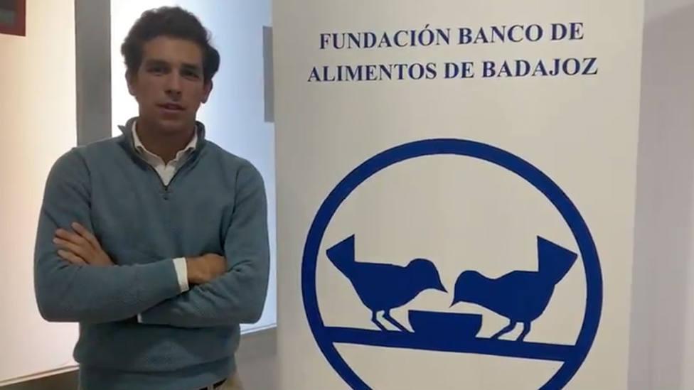 Ginés Marín durante su visita al Banco de Alimentos de Badajoz